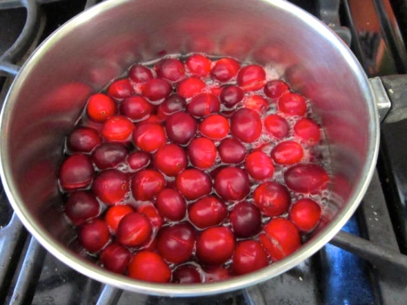 boiling cranberries